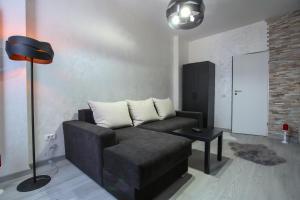 A seating area at Simona Maria