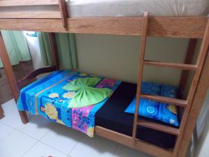 A bunk bed or bunk beds in a room at Flat Maragogi