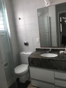 Un baño de Apartamento frente ao mar 3 dormitórios