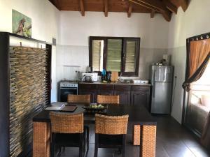 Küche/Küchenzeile in der Unterkunft The Marine Park Cottage