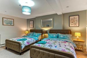 Crawford Square Apartment房間的床