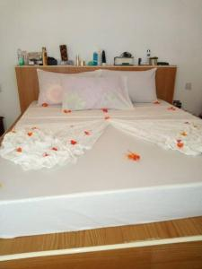 A bed or beds in a room at Baridi villa