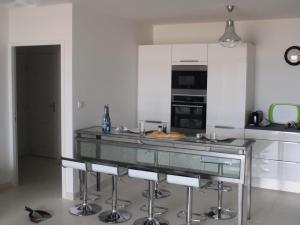 A kitchen or kitchenette at 2 pièces 4 personnes vue sur mer 73196