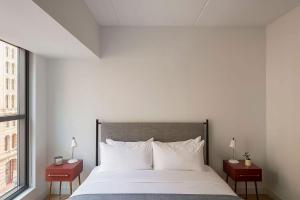 A bed or beds in a room at ROOST East Market