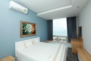 A bed or beds in a room at Premium Beach Condotel 4