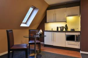 A kitchen or kitchenette at Fraser Suites Glasgow