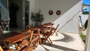 Un restaurante o sitio para comer en Espaçosa casa em Florianópolis-Ingleses