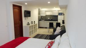 A kitchen or kitchenette at Casa do Bugio