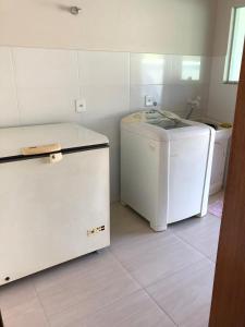 A kitchen or kitchenette at Casa de aluguel