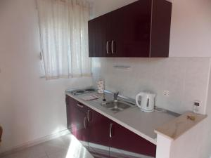 A kitchen or kitchenette at Apartments Villa Goja
