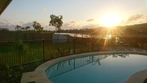 The swimming pool at or near Palm Lakeside Holiday Home - Bowen, Whitsundays, Queensland