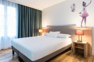 巴黎蒙馬特愛達格公寓式酒店房間的床