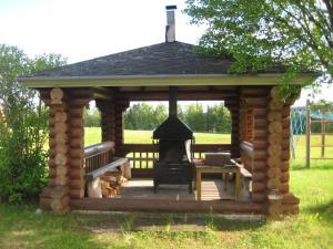 Loma-asunnon asiakkaiden käytettävissä oleva grilli