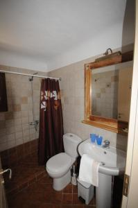A bathroom at Divers House