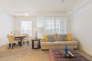 A seating area at Heart of Buckhead 1