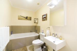 A bathroom at Grandeur 28 Felzarette