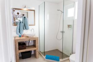A bathroom at Aruba Boutique Apartments - Adults Only