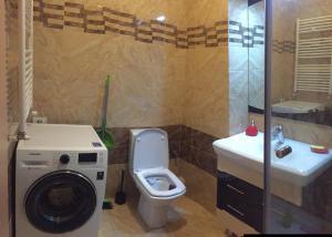 A bathroom at Turqoise Home