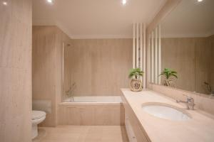A bathroom at Liiiving in Porto | Seaside Delight Apartment