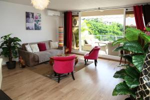 Ein Sitzbereich in der Unterkunft Residence Tahiri Appartement vue mer
