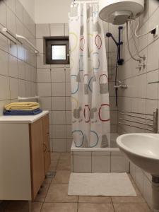 Ein Badezimmer in der Unterkunft Apartments Different Colours