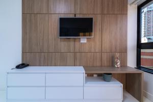 A television and/or entertainment centre at Apartamento Ondina