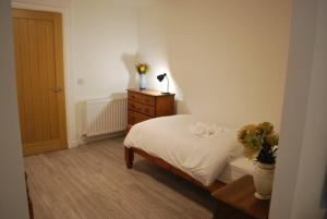 A bed or beds in a room at 5B Gallowgate Square Apartments