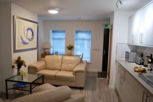 A seating area at 5B Gallowgate Square Apartments