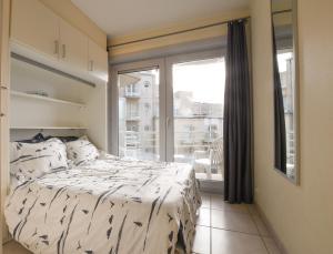 Un ou plusieurs lits dans un hébergement de l'établissement Appartement Zeezicht