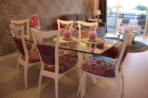 A restaurant or other place to eat at Vilamoura Marina Flat & AC & Wifi