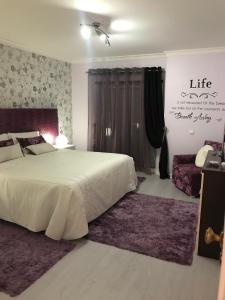 A bed or beds in a room at Vilamoura Marina Flat & AC & Wifi
