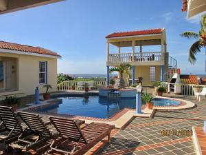 Bazén v ubytovaní La Pura Vista alebo v jeho blízkosti