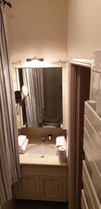 A bathroom at Transparent Marais