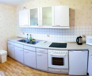 Küche/Küchenzeile in der Unterkunft Ferienwohnung Dahlenwarsleben