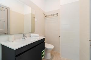 A bathroom at Lisbon Times Apartments