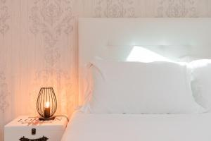 A bed or beds in a room at Lisbon Times Apartments