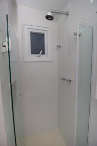 A bathroom at Bella Vida Suites e Apartamentos
