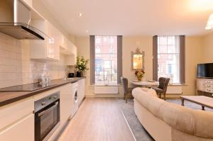 A kitchen or kitchenette at Ranmoor Serviced Apartments at Glossop Road