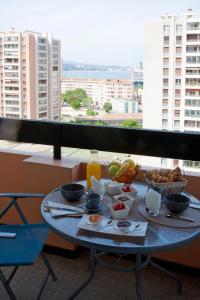 Frühstücksoptionen für Gäste der Unterkunft Les Ibis parking et Wifi