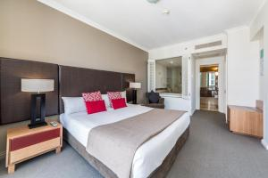 A bed or beds in a room at Ocean View Penthouse Suite - Surfers Paradise