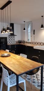 Cuisine ou kitchenette dans l'établissement Appartement Le Foch
