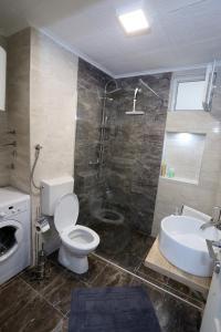 Een badkamer bij Apartman City Lux