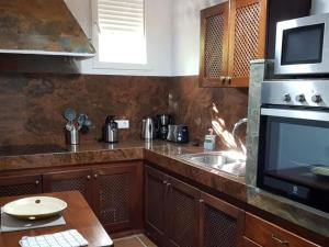 A kitchen or kitchenette at Villa Villas La Rosaleda