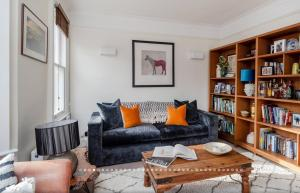 A seating area at 2 Bedroom near Thames with Roof Terrace