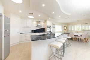 A kitchen or kitchenette at One Mile House