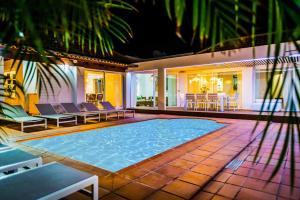 The swimming pool at or close to Villa Chill