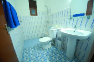 A bathroom at Bentota Homes