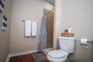 A bathroom at Hackberry St #B Renovated 2BR Near Downtown SA