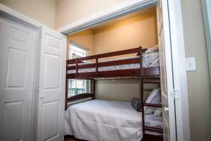 A bunk bed or bunk beds in a room at Hackberry St #B Renovated 2BR Near Downtown SA