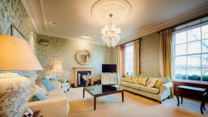 A seating area at Alexander Residence